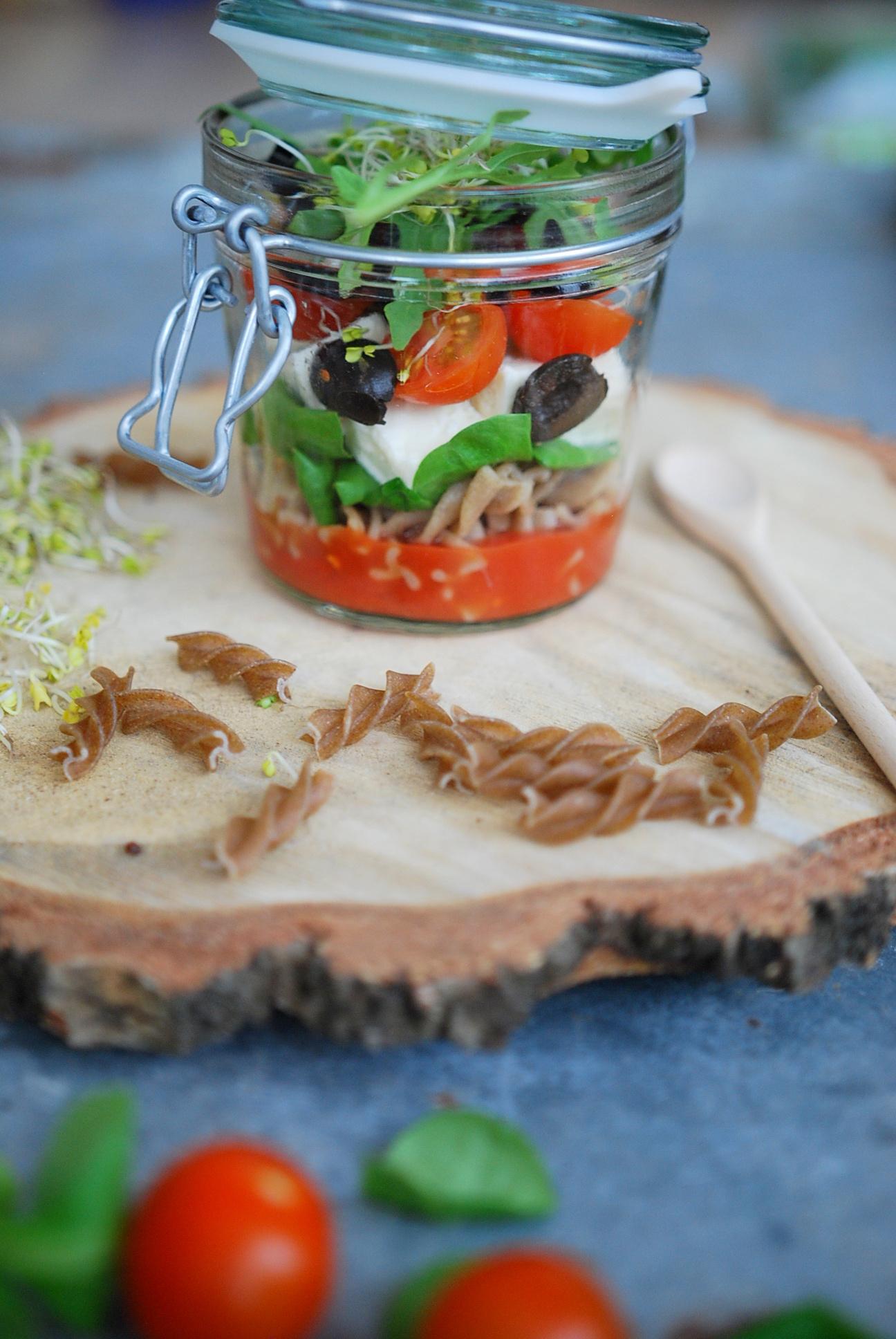 salatka-w-sloiku-lunch-box