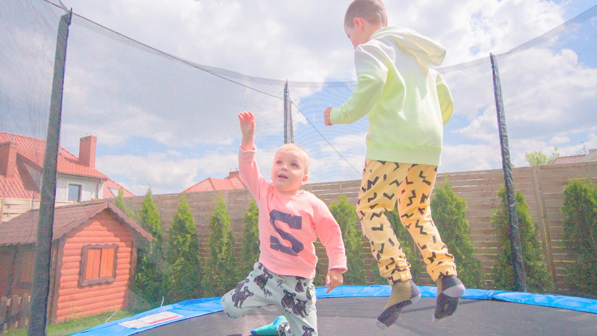 zabawy-dla-dzieci-w-ogrodzie