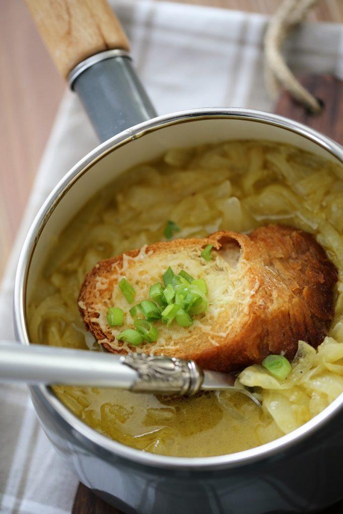 zdrowa-zupa-cebulowa
